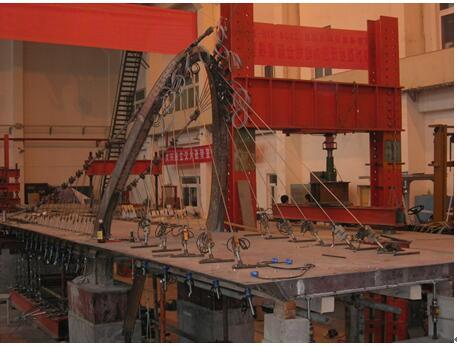 缆索承重桥梁建造理论与维护技术研究